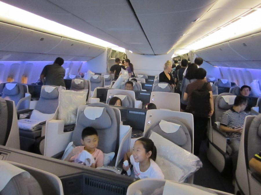 United Airlines 777 Cabin The business class cabin had a