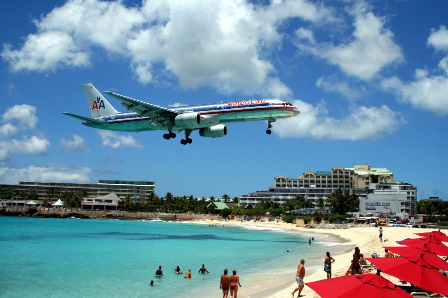 I've wanted to visit St. Marten myself for plane-spotting like this.