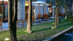 Outdoor dining area at Les Suites Taipei Ching Cheng.
