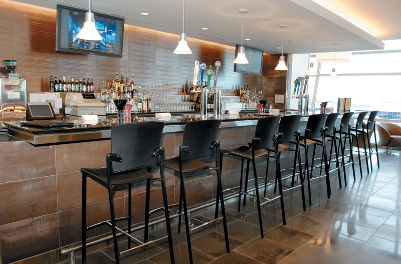 The bar at American's Admirals International Lounge at JFK