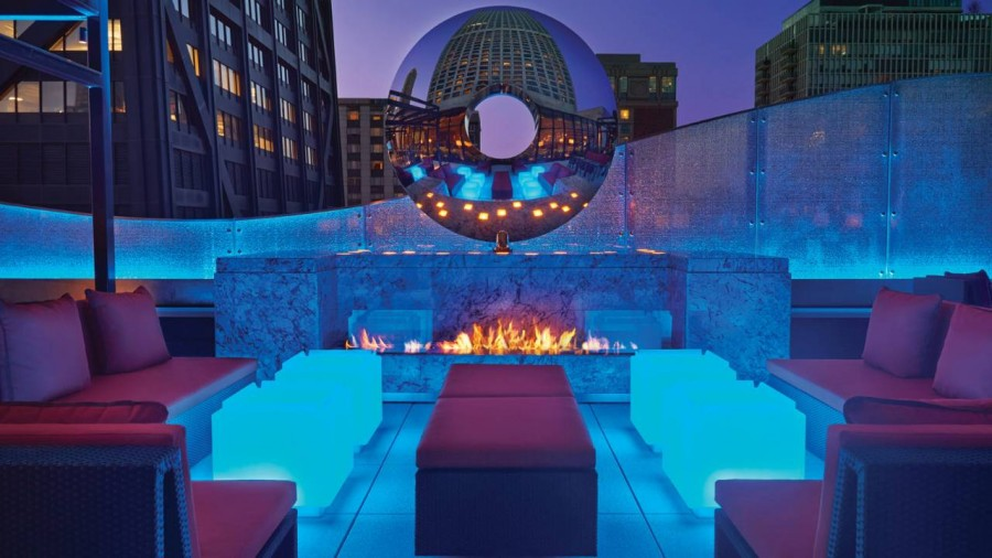 Dec Rooftop Lounge + Bar at The Ritz-Carlton Chicago