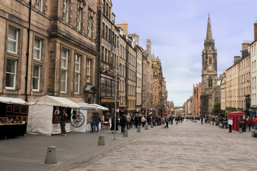 Take a walk down the Royal Mile. Image courtesy of Shutterstock