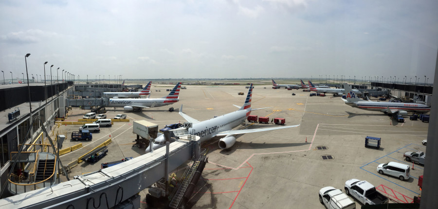 The concourse H/K Admirals Club offers fantastic views of the tarmac and runways.