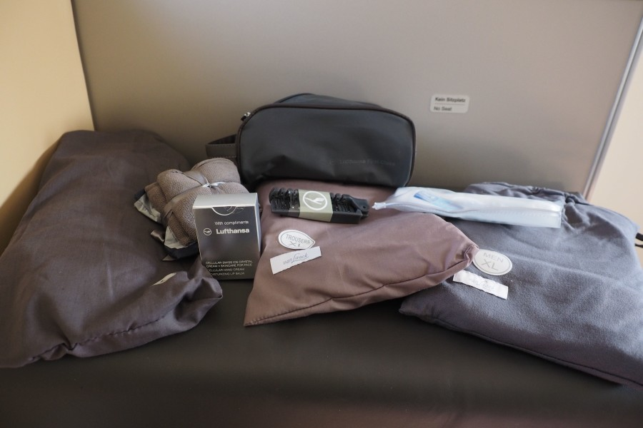 flying lufthansa 747 8 first class for 62 500 amex points and 455. Black Bedroom Furniture Sets. Home Design Ideas
