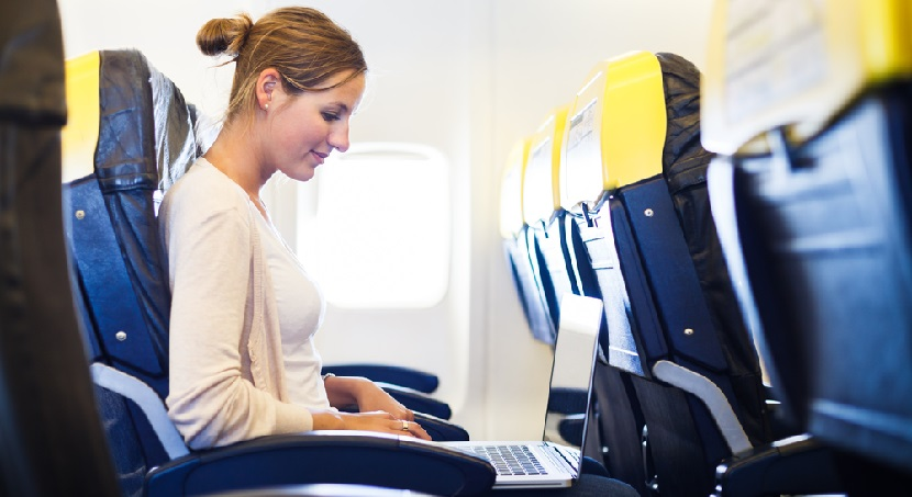 Laptop computer on plane featured shutterstock 104316317