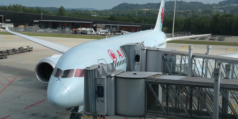 0Air Canada Dreamliner at Zurich gate