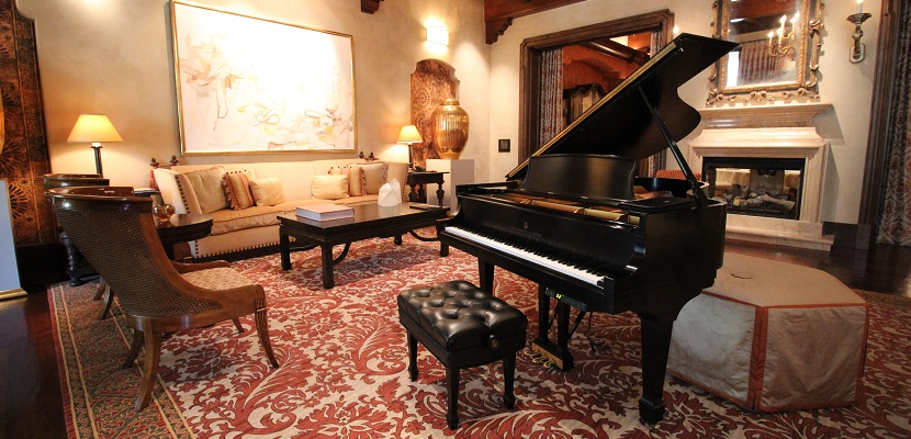 Caesars Marcus Aurelius Villa Piano Living Room featured