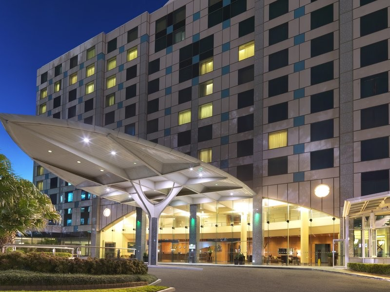 The exterior of the Holiday Inn Sydney Airport. Image courtesy of the hotel.
