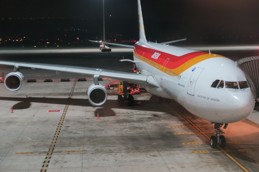 The newly-rinsed Iberia A340-300 upon arrival in Madrid.