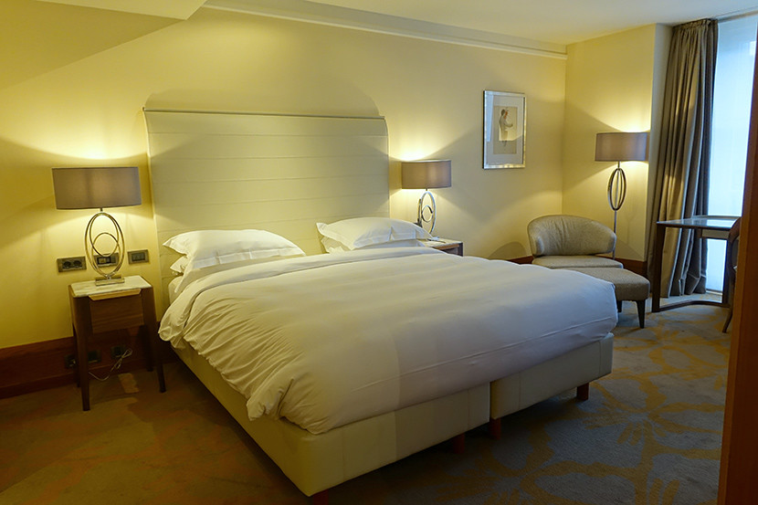 hotel review park hyatt hamburg. Black Bedroom Furniture Sets. Home Design Ideas